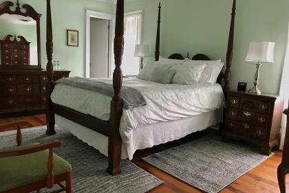 Shiloh Room with queen bed